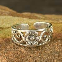 Sterling silver toe ring, 'Blossoming Paths' - Flower Toe Ring in Sterling Silver Thai Artisan Jewelry