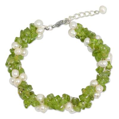 Thai Hand Knotted Pearl and Peridot Beaded Bracelet