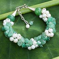 Cultured pearl beaded bracelet, 'Divine Feminine' - Pearl and Green Quartz Handcrafted Bracelet