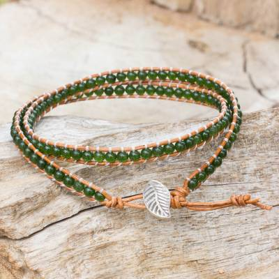 Quartz and leather wrap bracelet, 'Hill Tribe Forest' - Handcrafted Thai Brown Leather Bracelet with Green Quartz