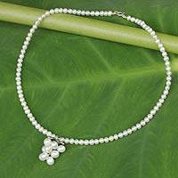 Pearl pendant choker necklace, 'Exquisite Grapes' - Cultured White Pearl Grape Cluster Pendant Choker