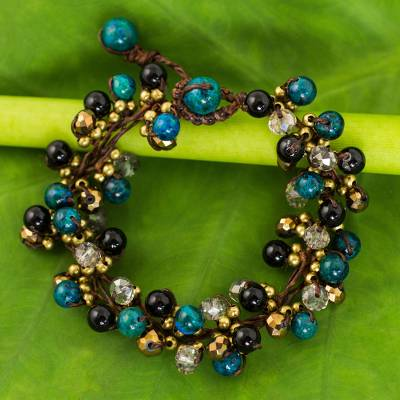 Beaded bracelet, 'Verdant Cattlelaya' - Hand Knotted Beaded Bracelet with Serpentine and Onyx