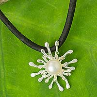Cultured pearl pendant necklace, 'Coral Star'