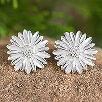 Sterling silver flower earrings, 'Pretty Daisies' - Artisan Crafted Button Earrings Sterling Silver Flowers