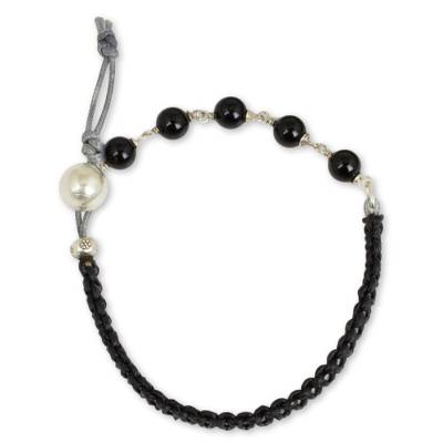 Leather and onyx bracelet, 'Fantasy Eclipse' - Silver and Onyx on Leather Bracelet from Thailand