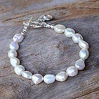 Cultured pearl beaded bracelet, 'Promising Love' - Cultured Pearl Beaded Heart Charm Bracelet from Thailand