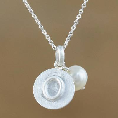 Cultured pearl initial necklace, 'Fabulous O' - Cultured Pearl Letter O Pendant Necklace from Thailand