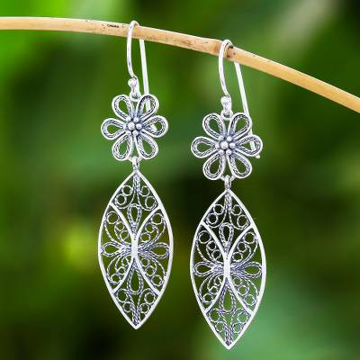 Sterling silver filigree dangle earrings, 'Daisy Elegance' - Floral Sterling Silver Filigree Dangle Earrings