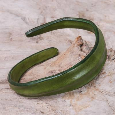 Leather wristband bracelet, 'Wavy Embrace in Olive' - Handmade Leather Wristband Bracelet in Olive from Thailand